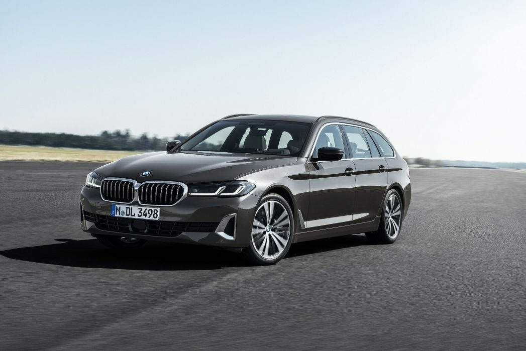 Video Review: BMW 5 Series Touring 520I MHT SE 5dr Step Auto