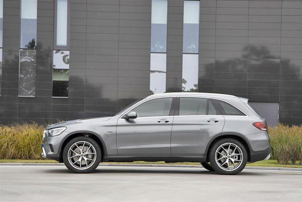 Image 3: Mercedes-Benz GLC Diesel Estate GLC 300DE 4matic AMG Line 5dr 9G-Tronic