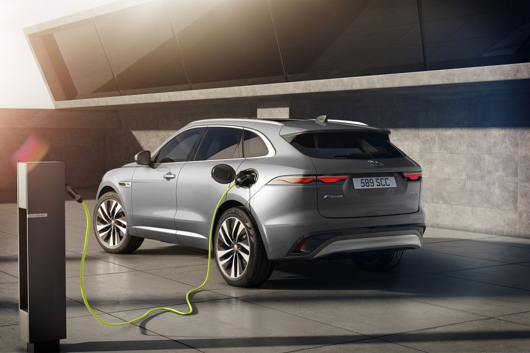 Image 1: Jaguar F-Pace Estate 2.0 P400e S 5dr Auto AWD
