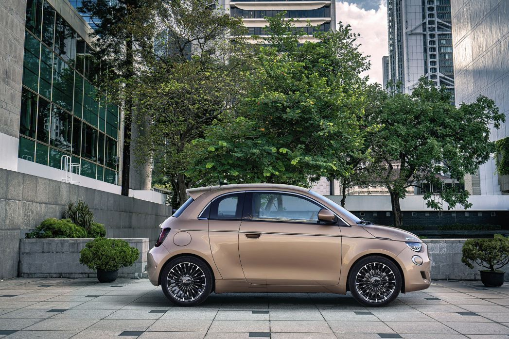 Image 1: Fiat 500 Electric Hatchback 87KW Passion 42KWH 3dr Auto