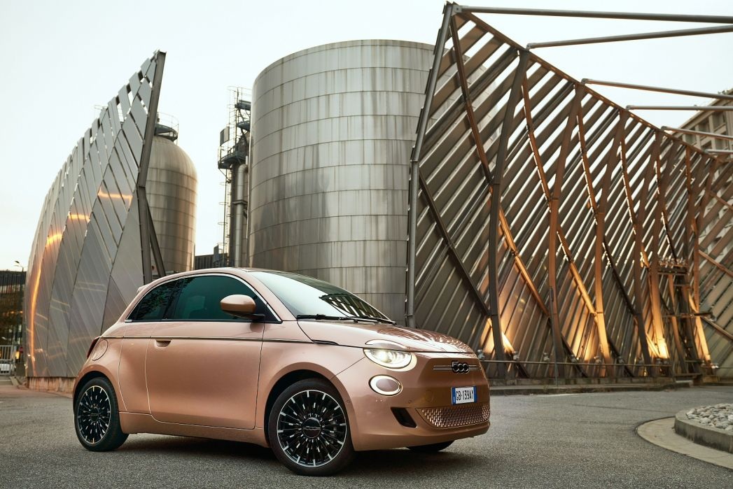 Image 2: Fiat 500 Electric Hatchback 87KW Passion 42KWH 3dr Auto