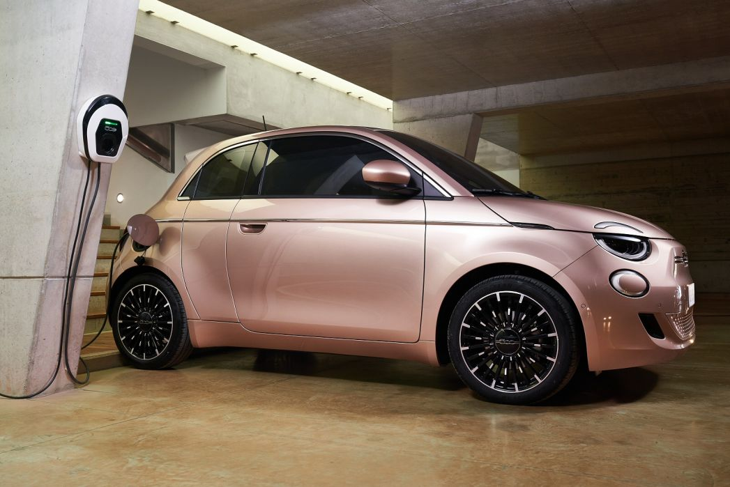 Image 3: Fiat 500 Electric Hatchback 87KW Passion 42KWH 3dr Auto