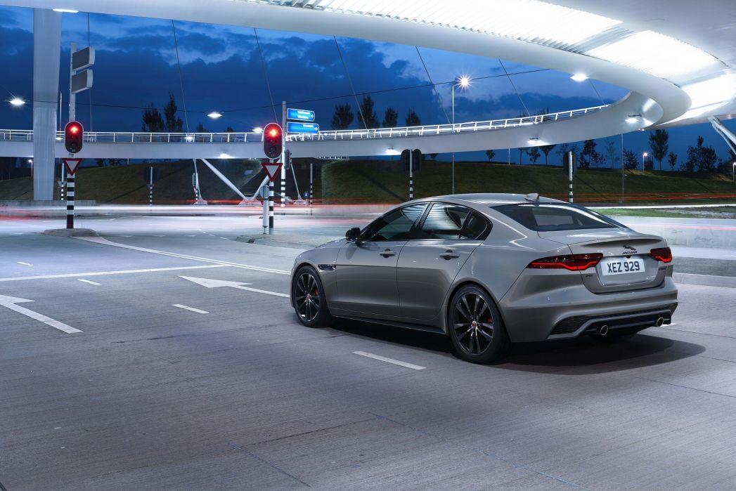 Image 3: Jaguar XE Saloon 2.0 P250 R-Dynamic Black 4dr Auto