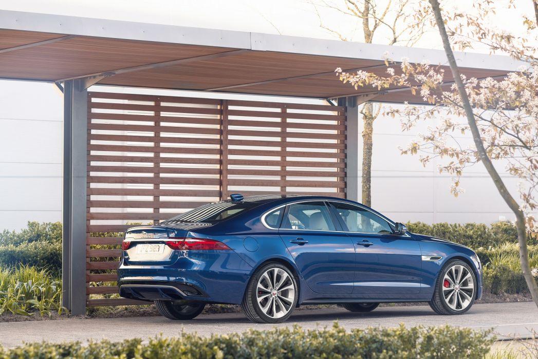 Image 2: Jaguar XF Diesel Saloon 2.0 D200 R-Dynamic S 4dr Auto AWD