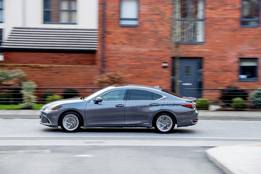 Image 4: Lexus ES Saloon 300H 2.5 F-Sport 4dr CVT [without NAV]