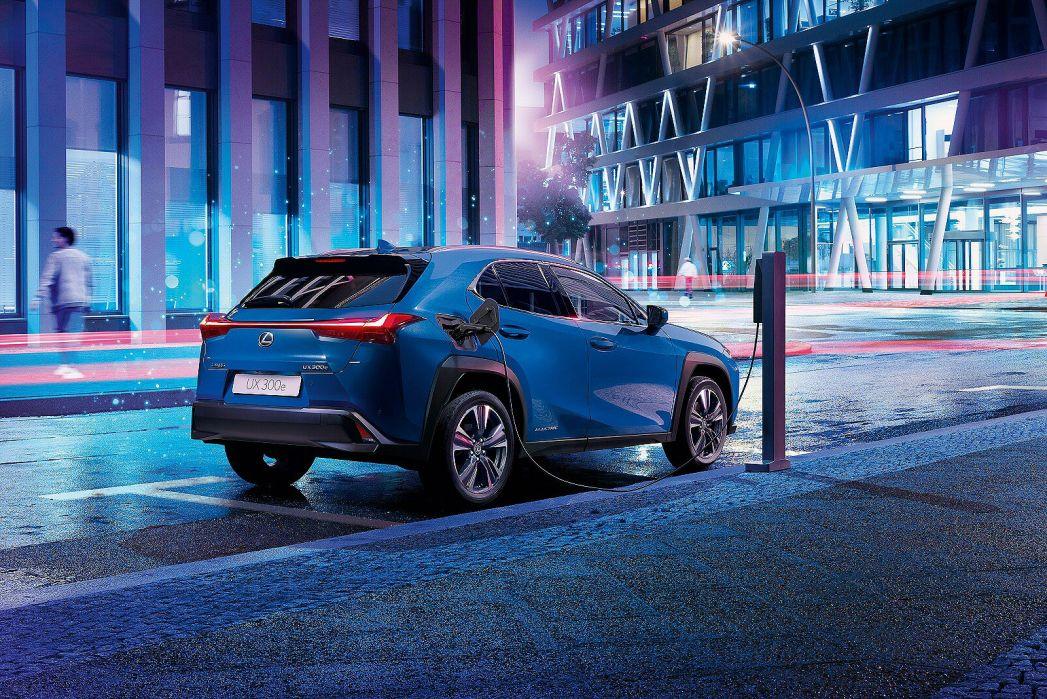 Image 2: Lexus UX Electric Hatchback 300E 150KW 54.3 KWH 5dr E-CVT [takumi Pack]