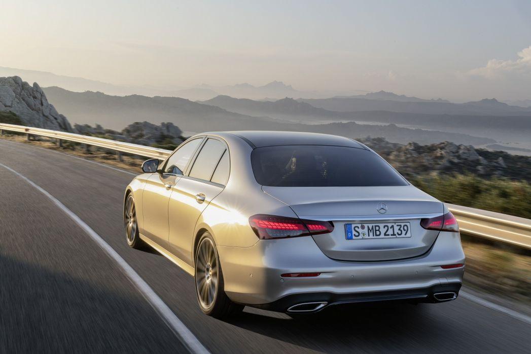Image 5: Mercedes-Benz E Class Diesel Saloon E300de AMG Line 4dr 9G-Tronic