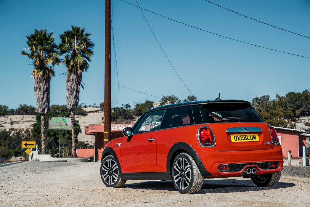 Video Review: Mini Hatchback 1.5 Cooper Classic 3dr