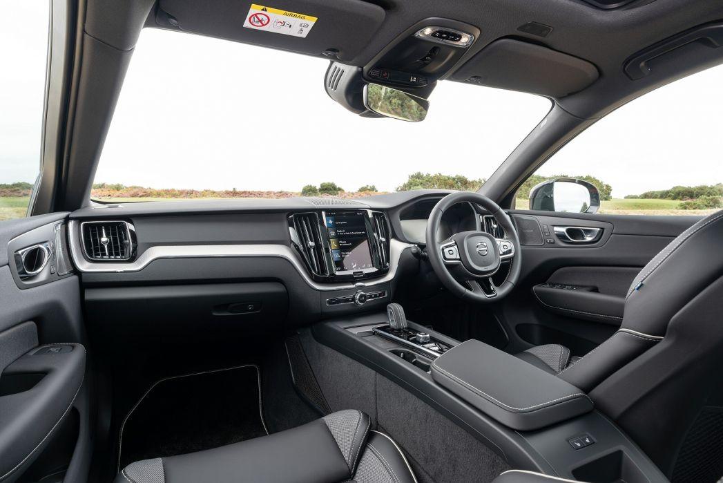 Image 5: Volvo XC60 Estate 2.0 B5P [250] Momentum 5dr Geartronic