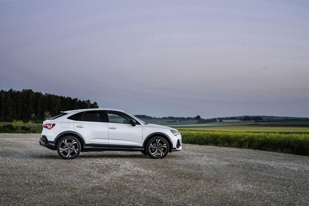 Image 2: Audi Q3 Diesel Sportback 35 TDI S Line 5dr