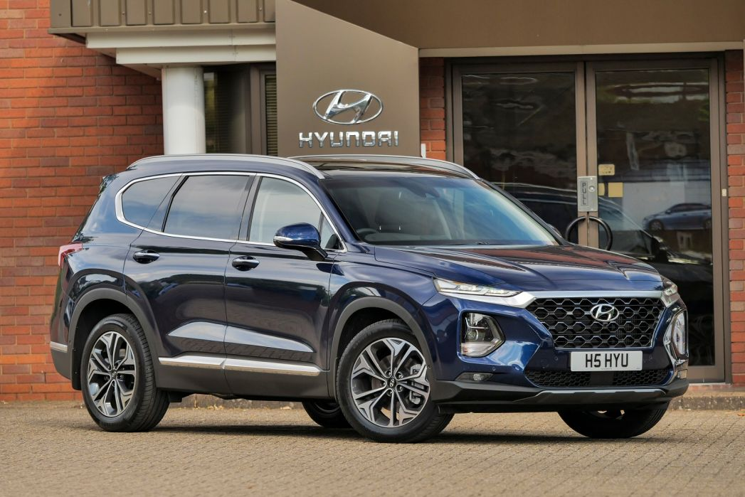 Video Review: Hyundai Santa FE Estate 1.6 Tgdi Hybrid Premium 5dr 4WD Auto