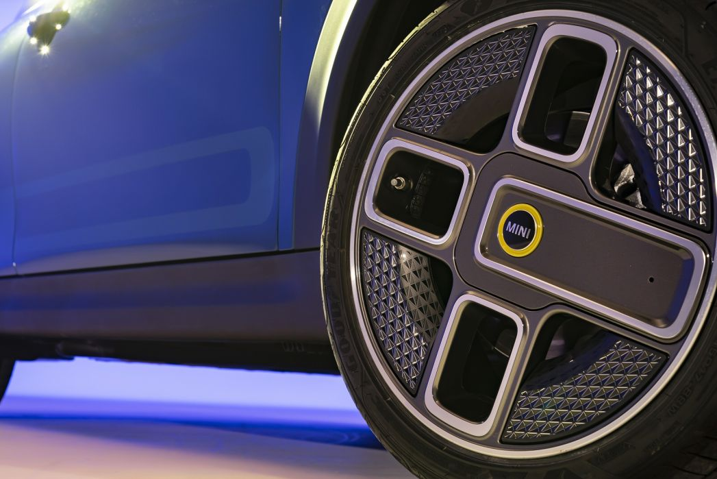 Image 5: Mini Electric Hatchback 135KW Cooper S Level 3 33KWH 3dr Auto