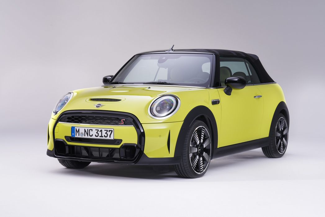 Image 2: Mini Convertible 1.5 Cooper Exclusive 2dr [comfort/NAV Pack]
