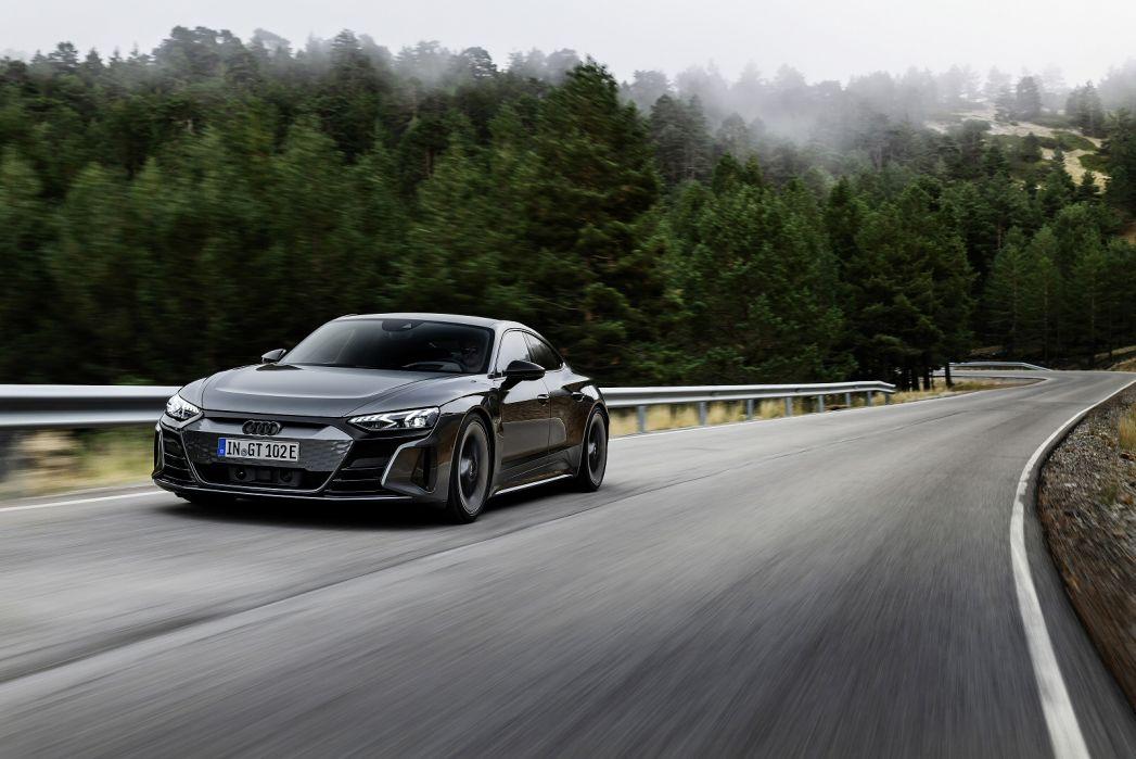 Image 5: Audi RS E-Tron GT Saloon 475KW Quattro 93KWH Carbon Vorsprung 4dr Auto
