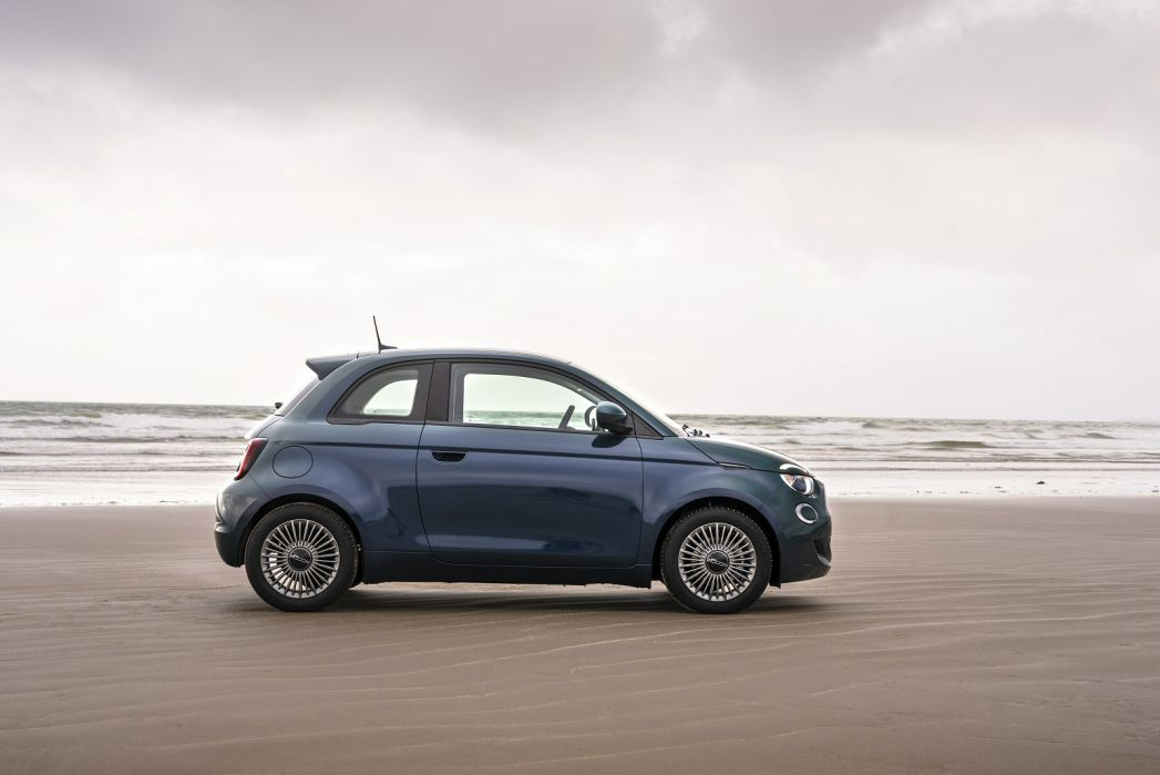 Image 3: Fiat 500 Electric Hatchback 87KW Icon 42KWH 3dr Auto