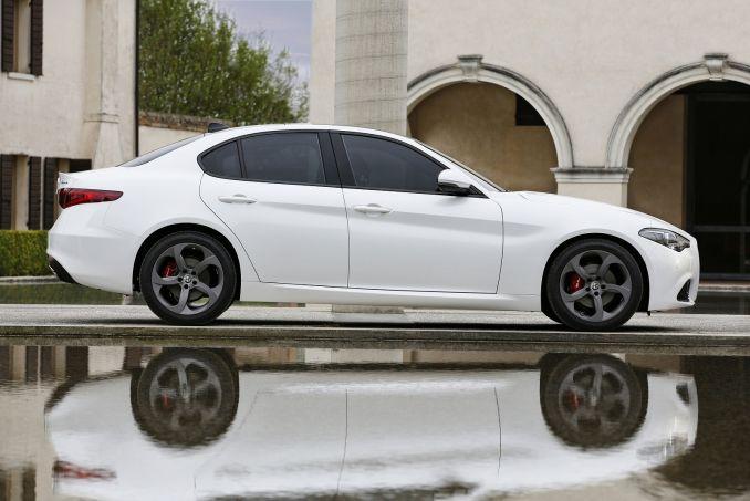 Image 2: Alfa Romeo Giulia Saloon 2.9 V6 Biturbo Quadrifoglio 4dr Auto