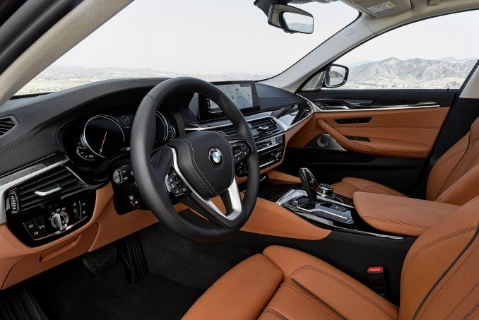 Image 3: BMW 5 Series Diesel Saloon 520D M Sport 4dr Auto