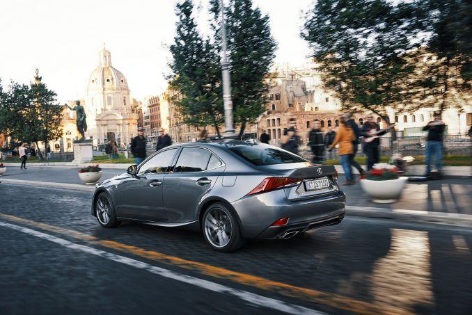 Image 5: Lexus IS Saloon 300H 4dr CVT Auto [comfort Pack]