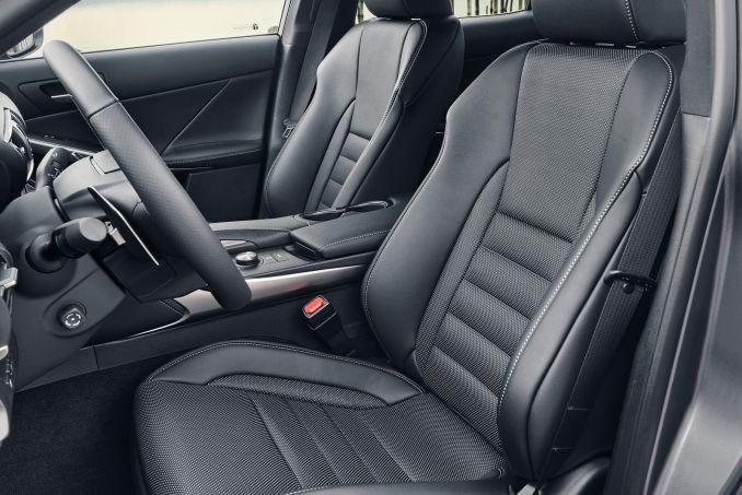 Image 4: Lexus IS Saloon 300H 4dr CVT Auto [comfort Pack]