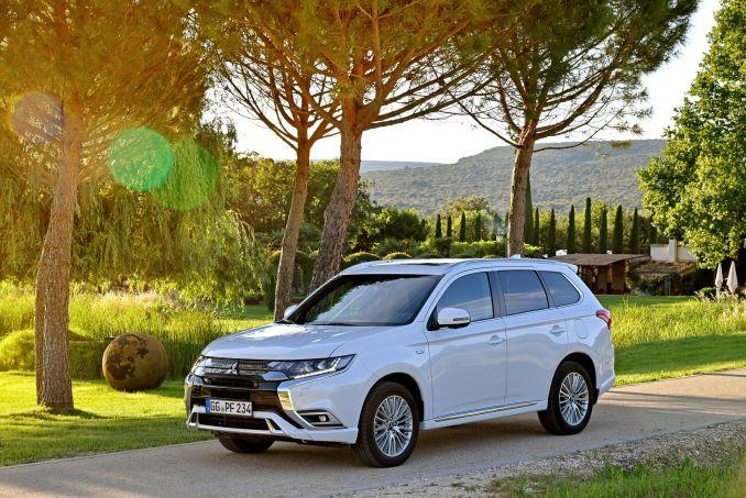 Video Review: Mitsubishi Outlander Estate 2.4 Phev 4H 5dr Auto