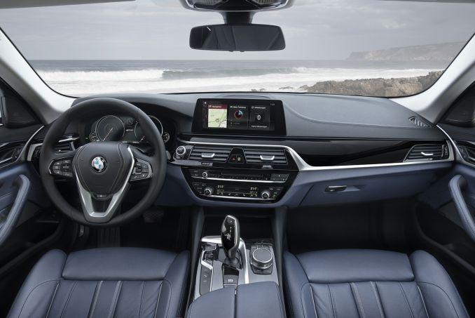 Image 4: BMW 5 Series Saloon 530E M Sport 4dr Auto