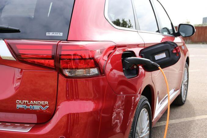 Image 5: Mitsubishi Outlander Estate 2.4 Phev 4H 5dr Auto