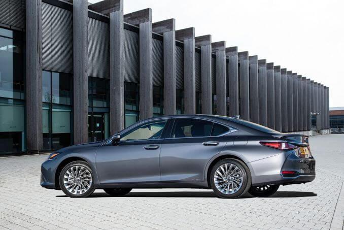 Image 3: Lexus ES Saloon 300H 2.5 F-Sport 4dr CVT