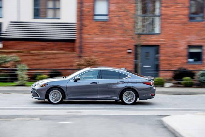 Image 5: Lexus ES Saloon 300H 2.5 F-Sport 4dr CVT