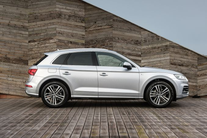 Video Review: Audi Q5 Estate 55 Tfsi E Quattro S Line Compet 5dr S Tronic [C+S]