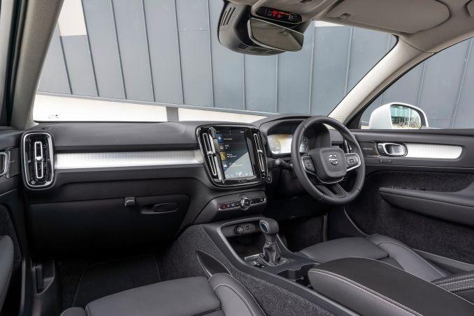 Image 2: Volvo XC40 Estate 1.5 T3 [163] Momentum 5dr