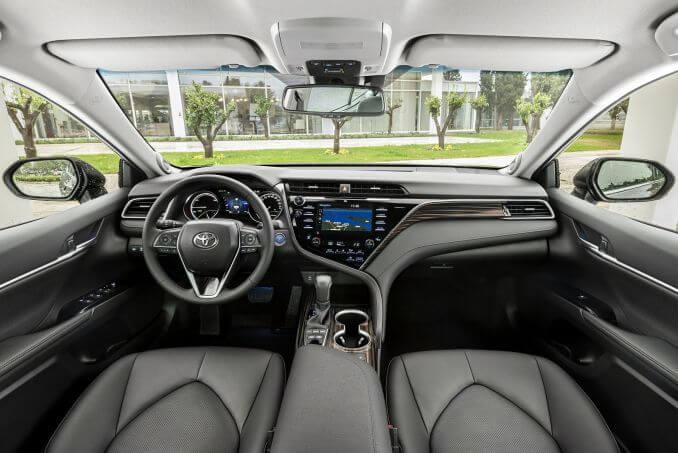 Image 4: Toyota Camry Saloon 2.5 VVT-I Hybrid Design 4dr CVT