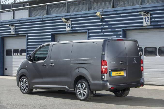 Image 5: Peugeot Expert Standard Diesel 1400 2.0 Bluehdi 120 Professional VAN