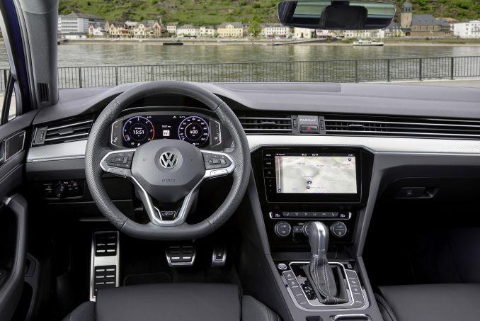 Image 3: Volkswagen Passat Diesel Estate 1.6 TDI SEL 5dr DSG
