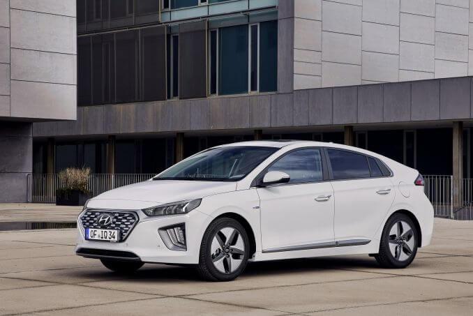 Video Review: Hyundai Ioniq Hatchback 1.6 GDI Hybrid Premium 5dr DCT