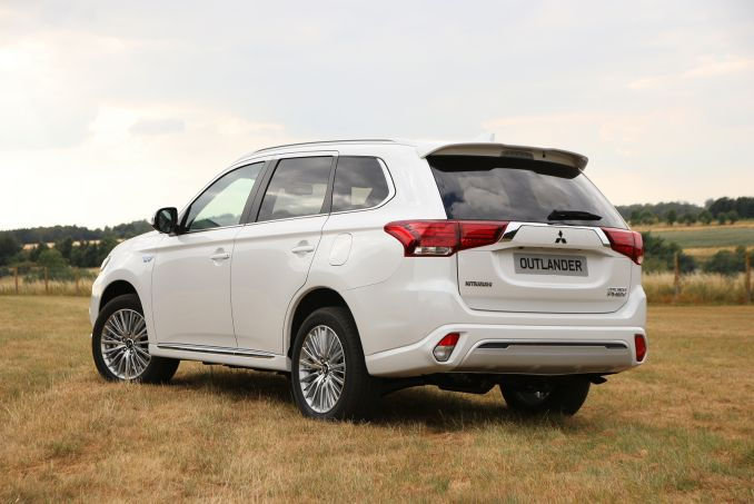 Video Review: Mitsubishi Outlander Estate 2.4 Phev Verve 5dr Auto