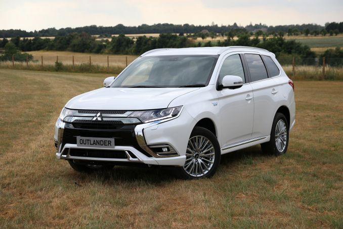 Video Review: Mitsubishi Outlander Estate 2.4 Phev Dynamic 5dr Auto