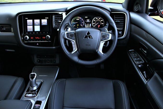 Image 3: Mitsubishi Outlander Estate 2.4 Phev Dynamic 5dr Auto