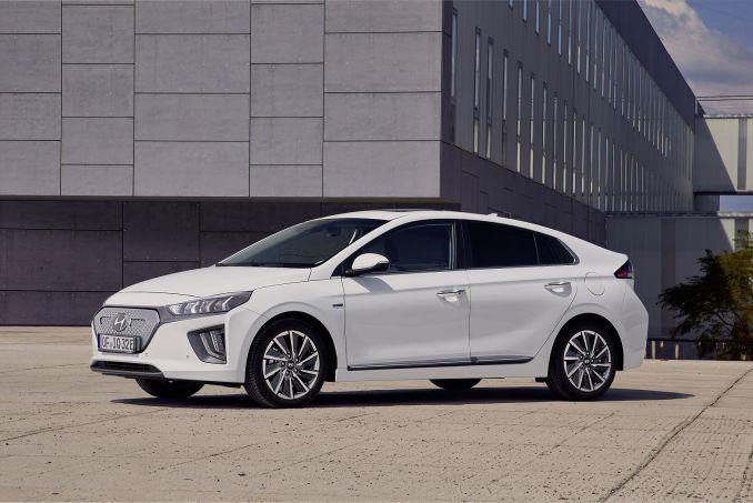 Image 2: Hyundai Ioniq Electric Hatchback 100KW Premium 38KWH 5dr Auto