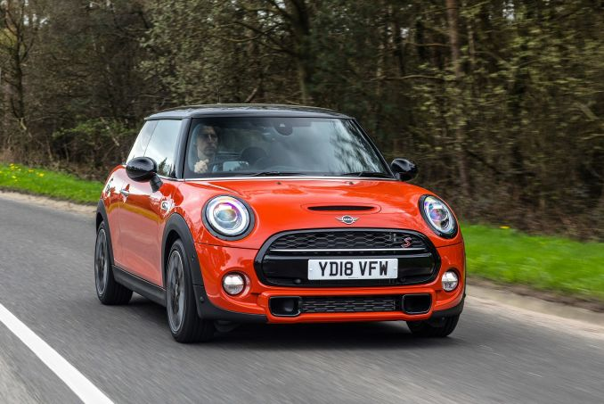 Video Review: Mini Hatchback 1.5 Cooper Classic II 3dr [comfort/NAV Pack]