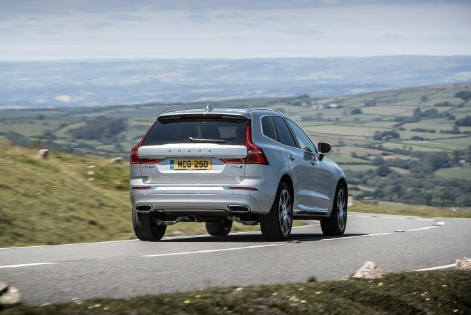 volvo xc60 estate 2 0 b5p 250 momentum 5dr awd geartronic on lease from. Black Bedroom Furniture Sets. Home Design Ideas