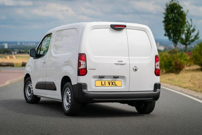 Image 2: Vauxhall Combo Cargo L1 Diesel 2300 1.5 Turbo D 100PS H1 Sportive VAN