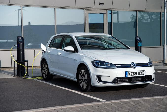 Video Review: Volkswagen Golf Electric Hatchback 99KW E-Golf 35KWH 5dr Auto