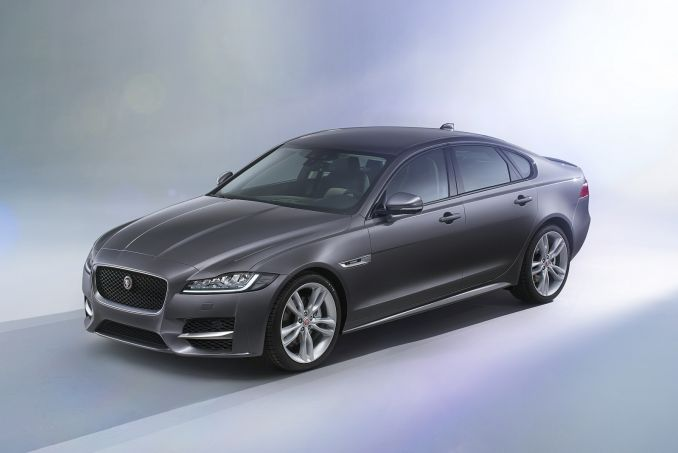 Image 6: Jaguar XF Diesel Saloon 2.0D Prestige 4dr