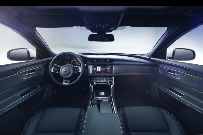 Image 3: Jaguar XF Diesel Saloon 2.0D [180] R-Sport 4dr Auto