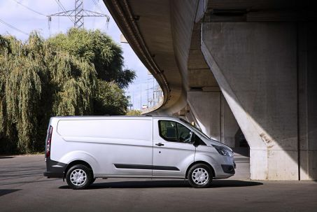 Video Review: Ford Transit Custom 300 L2 Diesel FWD 2.0 Ecoblue 130PS LOW Roof D/CAB Limited VAN