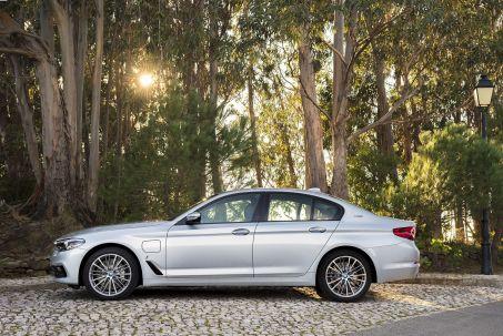 Image 1: BMW 5 Series Saloon 530E Xdrive SE 4dr Auto