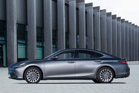 Image 1: Lexus ES Saloon 300H 2.5 F-Sport 4dr CVT [takumi Pack]