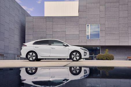 Video Review: Hyundai Ioniq Hatchback 1.6 GDI Hybrid Premium SE 5dr DCT