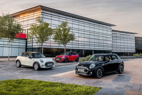 Video Review: Mini Hatchback 1.5 Cooper Sport 5dr Auto [NAV Pack]