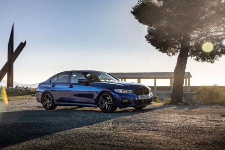 Video Review: BMW 3 Series Saloon 318I M Sport 4dr Step Auto